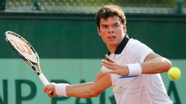 Thornhill, Ont.'s, Milos Raonic advanced to the second round of the U.S. Open despite struggling with 55 unforced errors against Colombian Satiago Giraldo on Tuesday.