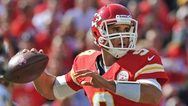 After having a week off to evaluate quarterbacks Brady Quinn and Matt Cassel, Chiefs coach has opted to start Quinn for Sunday's game against Oakland.