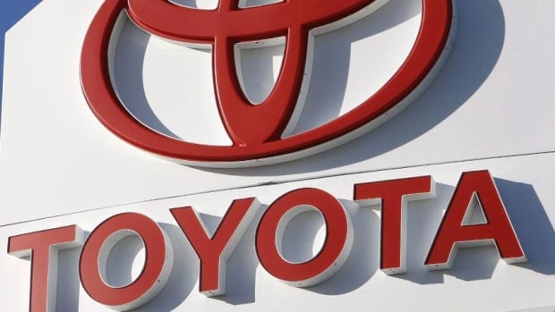 A judge has finalized a $1 billion settlement by Toyota in the U.S.