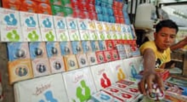 si-condoms-220-cp-rtr2y8f5