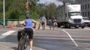 si-ott-cyclists-cross_1
