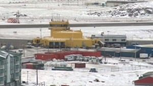 hi-iqaluit-airport-winter