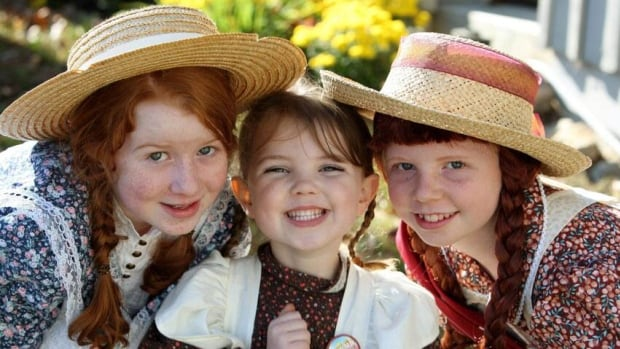 "The 2010 ""CranAnne"" Anne of Green Gables look-a-like contest winner Michayla Parker (right), 11, poses with younger sister Kadence Parker (centre), and last year's winner Fiona Rowat, 10, at the Cranberry Festival in Bala, Ont., Saturday, October 16, 2010."
