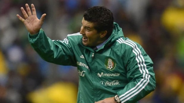 Mexican national men's soccer coach Jose Manuel De la Torre was fired after a humiliating home defeat at the hands of Honduras on Friday.