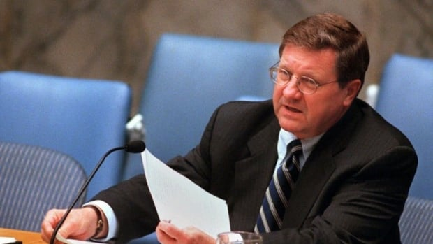 Axworthy served as Canada's immigration minister from 1980 to 1983, and again from 1993 to 1996. He was then the minister of foreign affairs from 1996 until 2000. (Shawn Baldwin/AP)