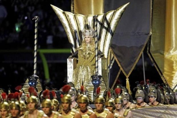 Madonna thrills halftime crowd