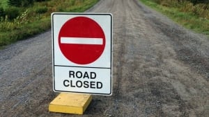 hi-dirt-road-closed-852