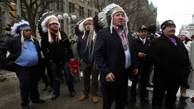 Grand Chief Derek Nepinak, front, of the Assembly of Manitoba Chiefs meets up with protesters as they march from Victoria Island to Parliament Hill on Jan. 11. (Patrick Doyle/Canadian Press)