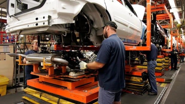Workers at the CAMI automotive facility in Ingersoll, Ont., voted 90 per cent in favour of a contractwith General Motors.