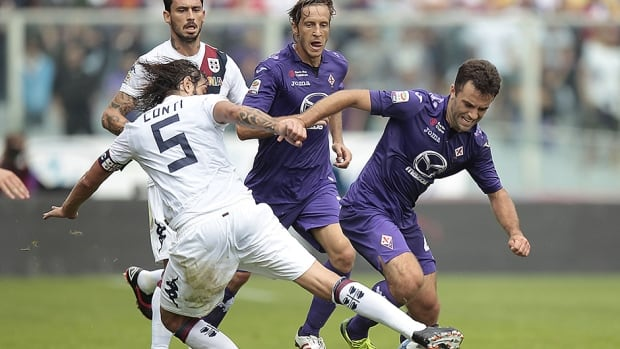 Giuseppe Rossi of Fiorentina, right, fights for the ball with Daniele Conti of Cagliari at Stadio Artemio Franchi on September 15, 2013 in Florence, Italy.
