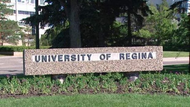 Sign at the entrance to the University of Regina.