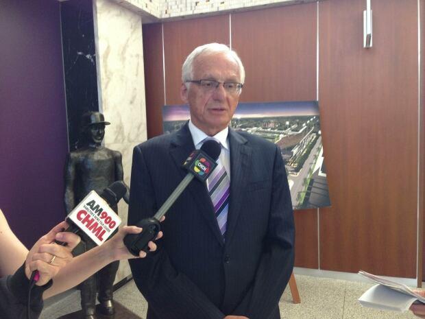 Mayor Bob Bratina announces resignation from police services board