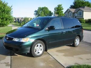 Green Honda Odyssey van