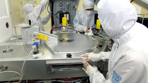 A Samsung Electronics Co. semiconductor plant in South Korea. The market for semiconductor manufacturing equipment has slowed, and tool makers are pinning their hopes for future growth on the smartphone market.