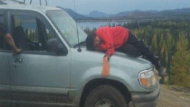 nl-simoen-tshakapesh-nephew-truck-gas-sniffing-photo-20131001