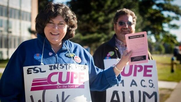 CUPE Local 1393 walks the picket line at the University of Windsor.