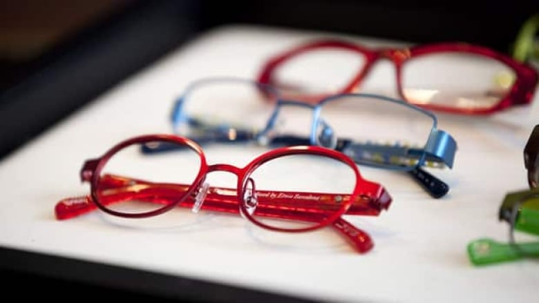 fa374569b8e7 According to the group Canadians for Eyewear Choice, consumers have been  buying glasses and contact lenses online for nearly two decades in Ontario  with no ...
