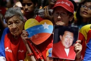 si-chavez-supporters-300-03