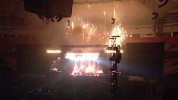 hi-bc-121204-mccartney-fireworks3-4col