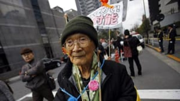 si-nuclear-protester-022966