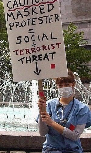 mi-maskprotester-300