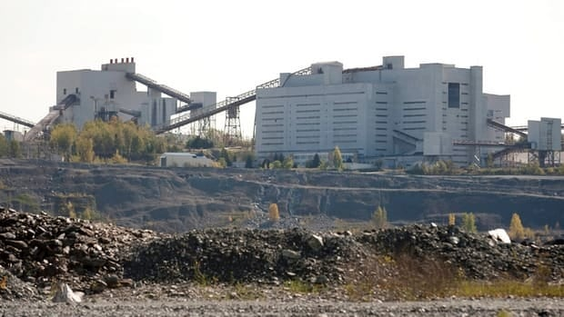 Various groups, including the Canadian Cancer Society, have opposed the asbestos mine's reopening.