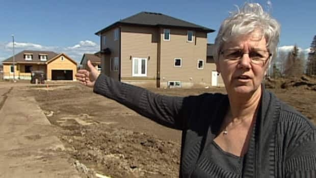 Pat MacKay describes how she and her daughter-in-law were surrounded by smoke during wildfire that ravaged Slave Lake, Alta. on May 15, 2011.