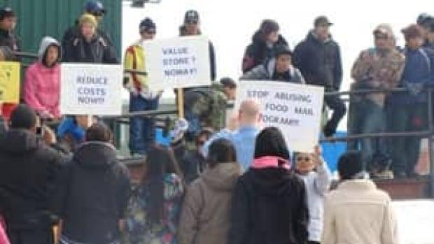 mi-coral-harbour-food-protest2