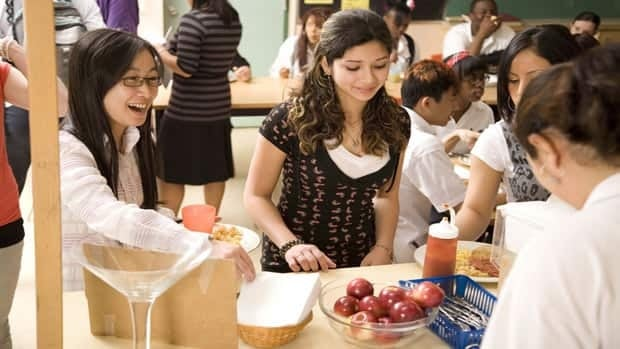 Students take part in a nutrition program at a school in Toronto. Programs such as this one have not addressed child hunger, according to Dr. Lynn McIntyre, a professor at the University of Calgary.
