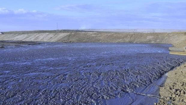 A demonstration tailings pond in Shell's Muskeg River oilsands mine in northern Alberta. The company's ability to store the byproducts of oilsands extraction in a manner that doesn't harm the environment is one of the concerns raised by federal scientists worried about Shell's plans to expand another of its mines, the Jackpine facility north of Fort McMurray, Alta., .