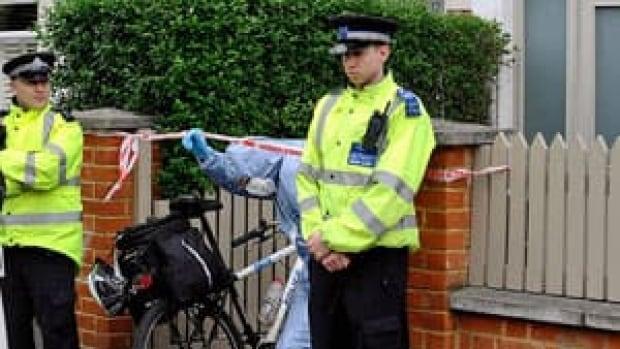 mi-boots-london-police-300