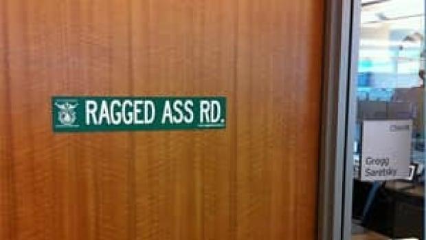 mi-ragged-ass-rd-westjet-sign