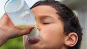 si-milk-drink-boy-220-cp-13