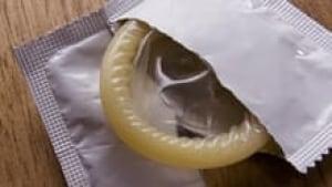 si-220-condom-istock
