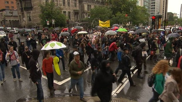 Between 200 and 300 people marched through downtown Montreal on Saturday to celebrate the Quebec student movement's recent victories but also to call for free university tuition ('gratuité scolaire').