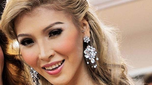 Transgender beauty queen Jenna Talackova pleaded with Miss Universe officials to change the rules so she could compete.