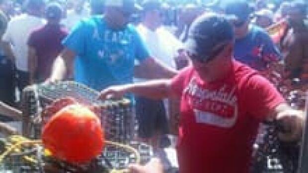 nb-lobster-protest-traps