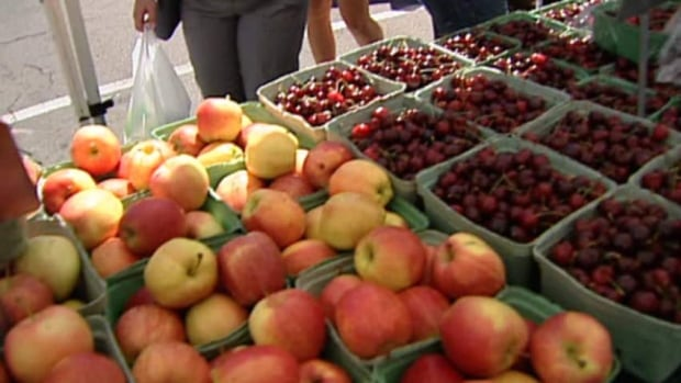 City council encouraged to waive annual fee for downtown farmers' market.