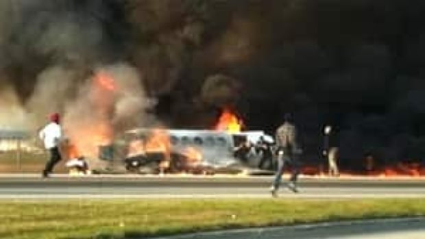hi-bc-121218-yvr-crash-4col