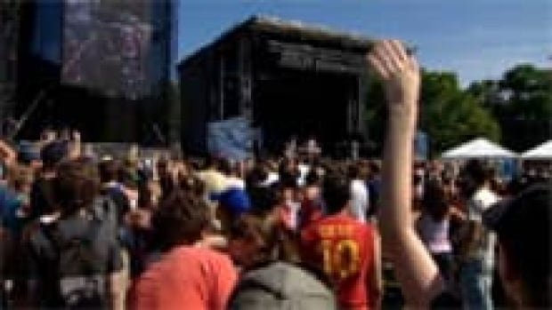 ns-li-peas-concert-620