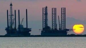 hi-bc-121022-oil-rigs-4col
