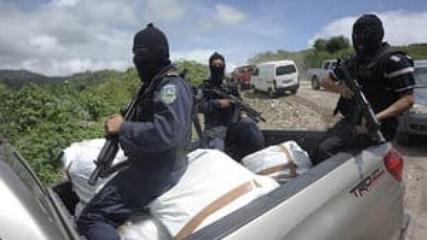 hi-honduras-police-coke-rtr-4col
