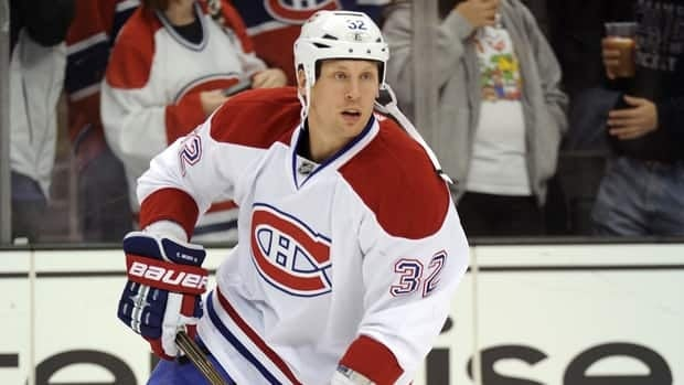 Montreal Canadiens forward Travis Moen agreed to a four-year deal with the team on Friday.