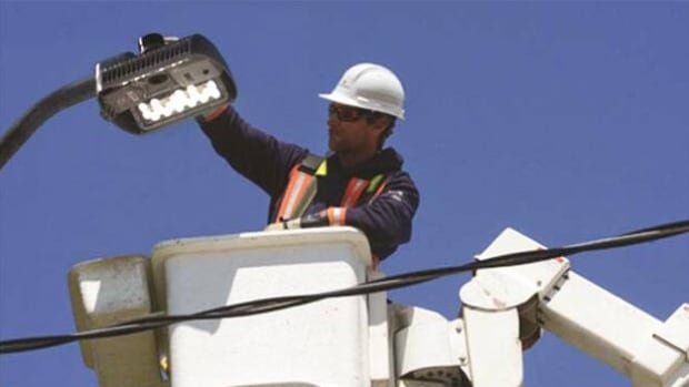 NB Power will begin replacing 72,000 existing street lights with LED lights in the spring.