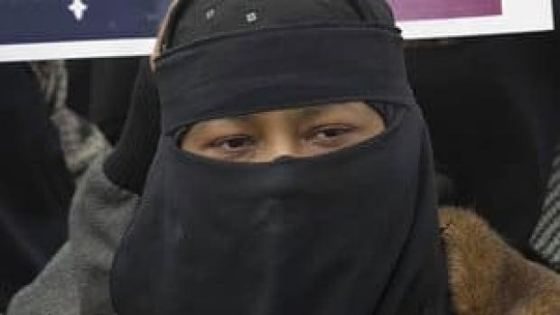 hi-niqab-quebec-8503675-4col