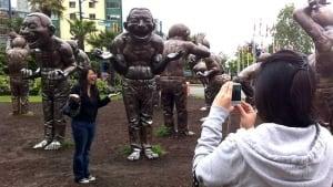 hi-bc-120724-laughing-statues-pose