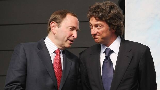 Daryl Katz, right, is photographed with NHL commissioner Gary Bettman during the first round of the 2009 NHL Entry Draft in Montreal.