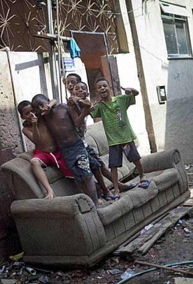 rio-slum-300-02575937