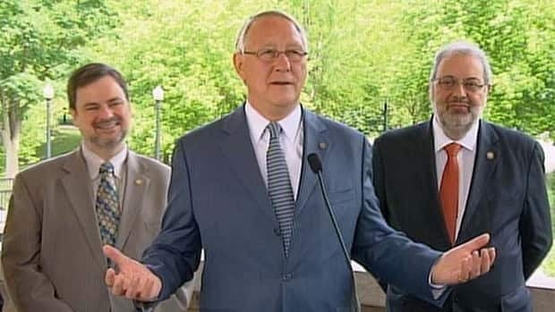 Montreal Mayor Gerald Tremblay is seeking an apology from Jacques Duchesneau after he alluded to the mayor's possible implication in corrupt governmental practices.