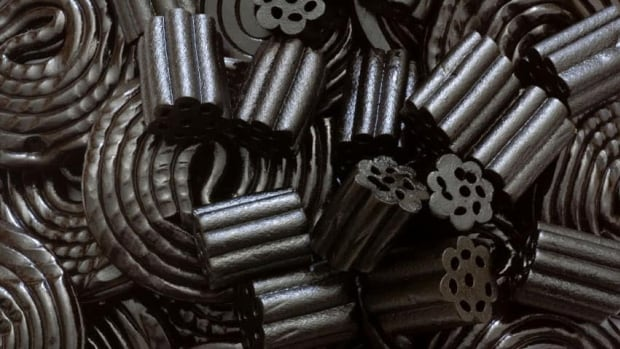 Eating a lot of black licorice can increase the chances of toxicity for people taking the medication Lanoxin, which is used to treat congestive heart failure and heart rhythm disorders, the U.S. Food and Drug Administration says.